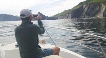 paseo en barco acantilados san sebastian trip