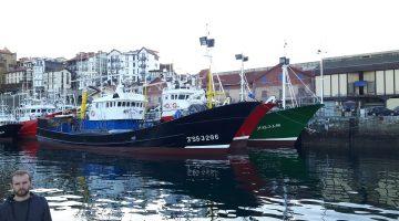 salida en barco bahia de txingudi y costa francesa